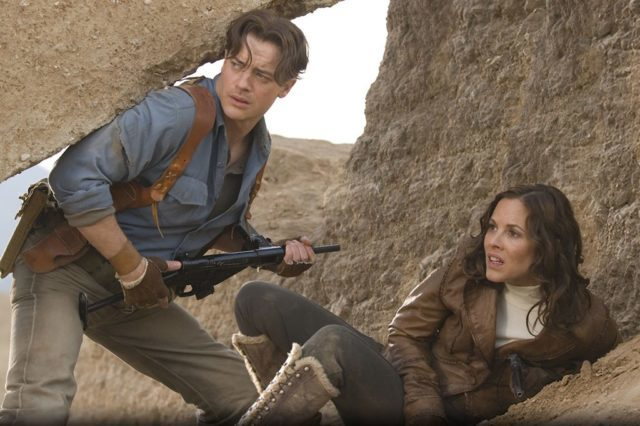 Fraser with Maria Bello in The Mummy Tomb of The Dragon Emperor