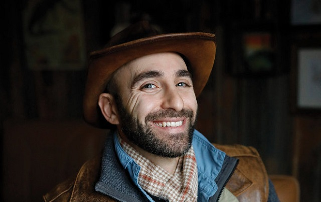 Coyote Peterson – Bio, Wife, Wiki, Net Worth, Family, Real Name, Height